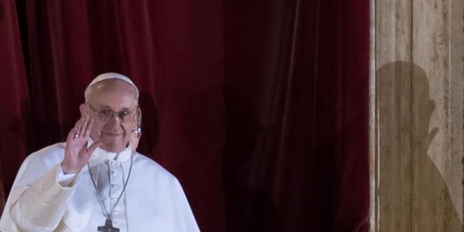 Le pape François au balcon de la basilique Saint-Pierre, le 13 mars.