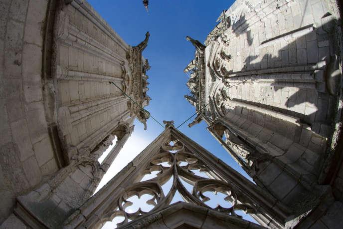 Les cathédrales (ici, Notre-Dame de Rouen) sont à la charge de l'Etat, tandis que les églises (antérieures à 1905) relèvent des communes.