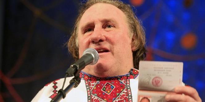 Gérard Depardieu portant un costume traditionnel mordove à Saransk, le 6 janvier 2013.