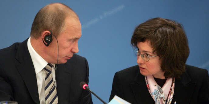 Elvira Nabioullina, la présidente de la Banque centrale russe avec le le président Vladimir Poutine, en 2008