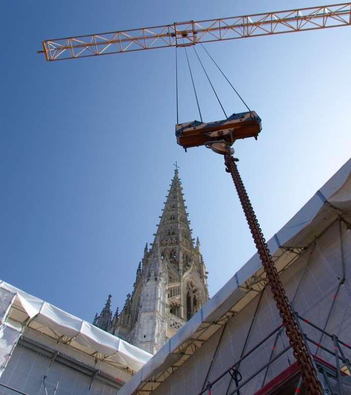 Si le climat des affaires dans le secteur du bâtiment reste morose comme dans le commerce de détail ou la réparation automobile, la situation s'améliore progressivement ailleurs. Ici, le chantier de l'église Saint-Maclou à Rouen, en mai 2011.