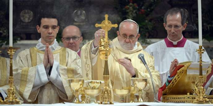 Le pape François lors de sa première messe à la chapelle Sixtine, jeudi 14 mars.