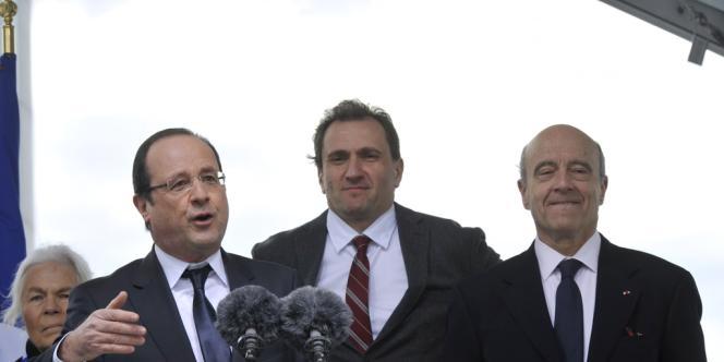 A l'occasion de l'inauguration d'un pont sur la Garonne, le chef de l'Etat a fait  l'éloge de la décentralisation. Le maire de Bordeaux, Alain Juppé, était présent.