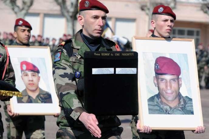 Une cérémonie a été organisée le 15 mars pour remettre la légion d'honneur aux deux militaires tués par Mohammed Merah.