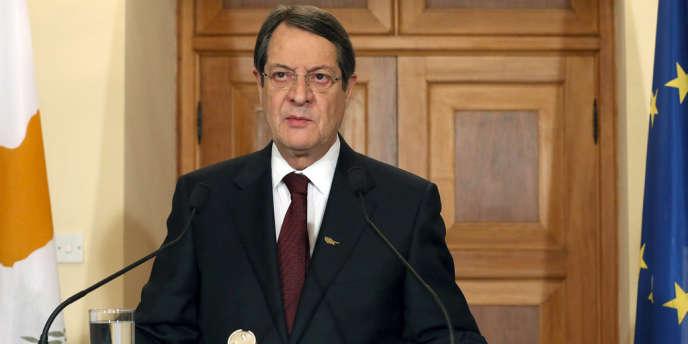 Les médias chypriotes bruissent ces derniers jours de rumeurs sur des transferts providentiels effectués notamment par des proches de Nicos Anastasiades, président chypriote.