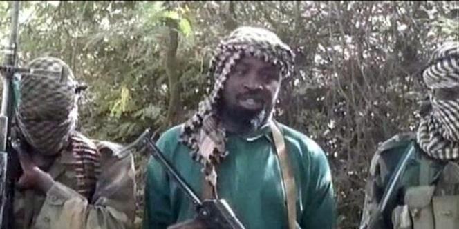 Abubakar Shekau, au centre, est présenté comme le chef de la secte Boko Haram.