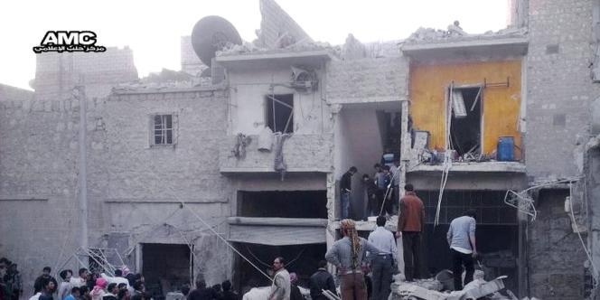 Capture d'écran montrant un immeuble endommagé par l'explosion d'un missile, à proximité d'Alep, le 19 mars 2013.