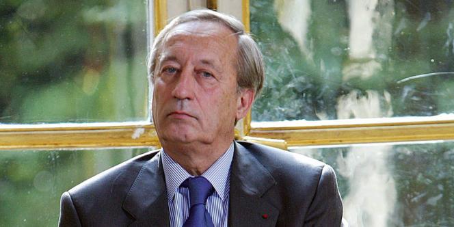 Le gouvernement a prévu d'attendre les propositions du président du HCF, Bertrand Fragonard, pour prendre des décisions qui devraient figurer dans le budget 2014 de la sécurité sociale.