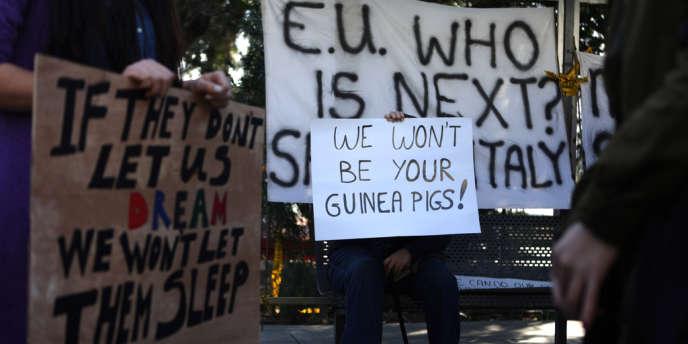 L'Eurogroupe a ouvert la porte, lundi, à un abaissement de la taxe sur les dépôts bancaires.