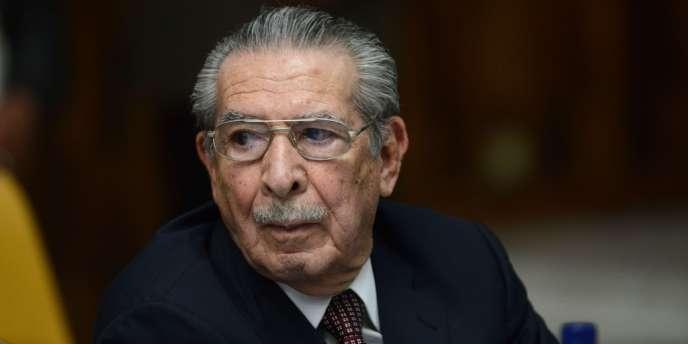 Efrain Rios Montt, ex-dictateur sous qui l'armée a commis des exactions à grande échelle lors de la guerre civile, est jugé par la justice du Guatemala pour génocide et crimes contre l'humanité.