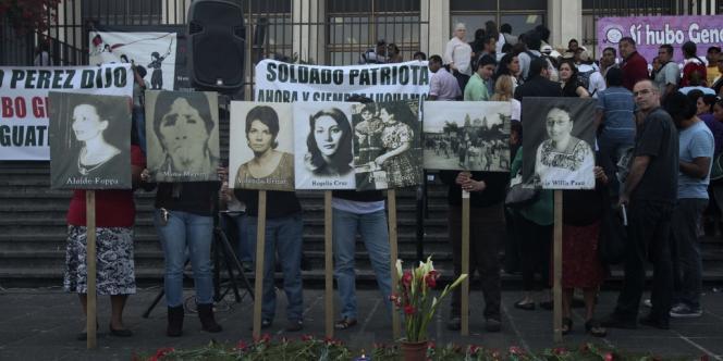 Manifestation devant la Cour suprême du Guatemala, qui jugera l'ex-dictateur.
