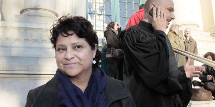 La directrice de l'établissement Baby Loup à Chanteloup-les-Vignes (Yvelines), Natalia Baleato, devant le conseil des prud'hommes, accompagnée de son avocat Me Malka, en 2010 à Mantes-la-Jolie.