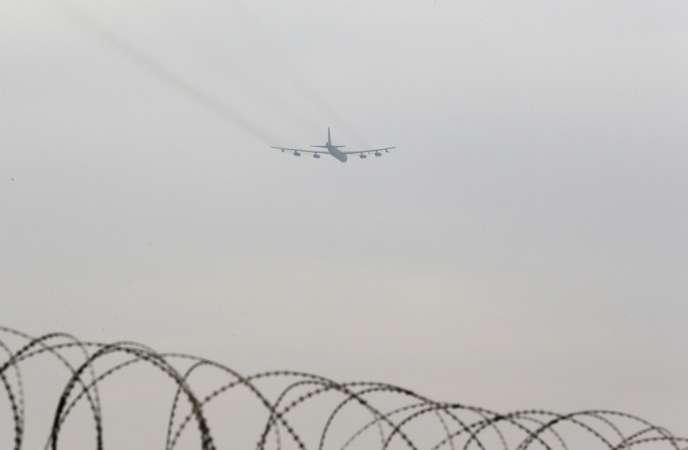 Un B-52 au dessus de la base aérienne d'Osan, en Corée du Sud, le 19 mars 2013.
