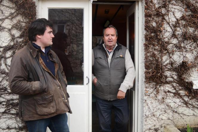 Dominique Plet et son fils Robin, agriculteurs à Gonesse, risquent d'être expropriés d'un tiers de leur exploitation du fait du projet Europacity.