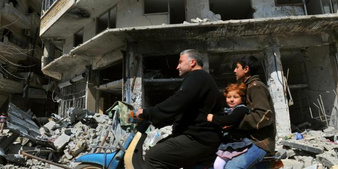 L'aviation du régime a frappé la province de Hama et de Raqa, dont le chef-lieu du même nom est tombé aux mains des rebelles.