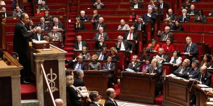 L'Assemblée a abaissé de justesse dans la nuit de mercredi 27 mars à jeudi le seuil à partir duquel sera en vigueur le mode de scrutin proportionnel par liste pour les élections municipales.