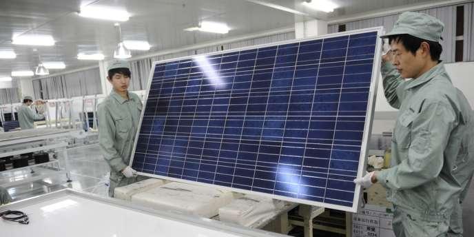 Longtemps numéro un mondial du solaire, coté à la Bourse de New York, le groupe chinois Suntech croule aujourd'hui sous les dettes et sa principale filiale de production est en cessation de paiement.