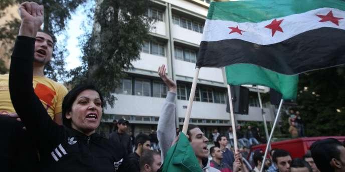 Une manifestation de soutien aux rebelles syriens, le 18 mars, à Beyrouth.