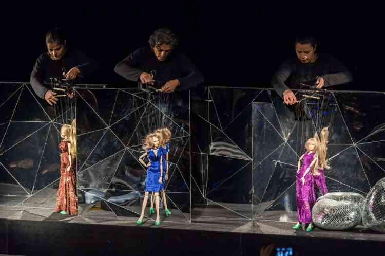 TOPSHOTS Marionettes present creations by Fause Haten during the Sao Paulo Fashion Week 2013 Summer collections, in Sao Paulo, Brazil, on March 20, 2013. Real size collections are also showed after the show. AFP PHOTO / Yasuyoshi CHIBA