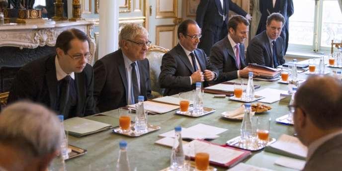 A l'Elysée, lors d'une réunion consacrée au logement, le 21 mars.