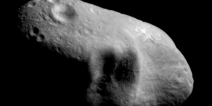 Image diffusée par la NASA en avril 2012 de l'astéroïde Eros.