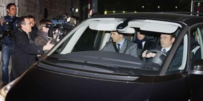 L'ancien président de la République a quitté le palais de justice de Bordeaux à l'arrière d'une Renault Espace peu avant 22 heures.