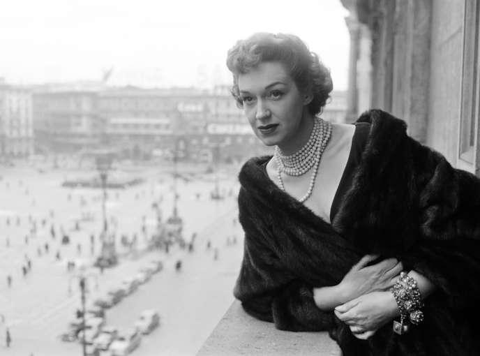 La mezzo-soprano Risë Stevens à Milan, le 24 mars 1954.
