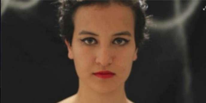 La jeune femme a fait scandale en Tunisie en publiant des clichés d'elle seins nus, reprenant le mode d'action des Femen.