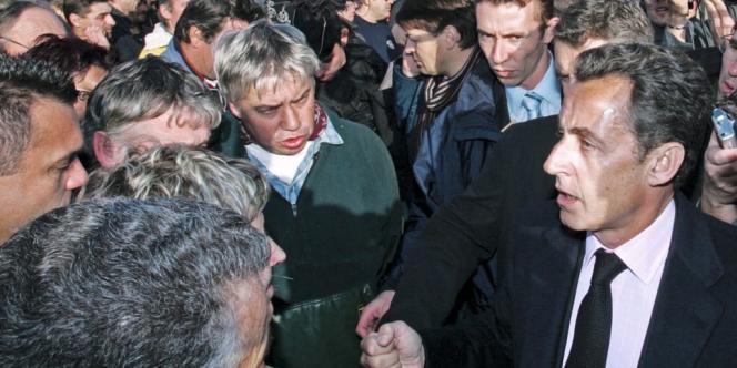 La foule prenait déjà à partie Nicolas Sarkozy, comme en 2007, au Guilvinec, où un pêcheur l'avait traité d'
