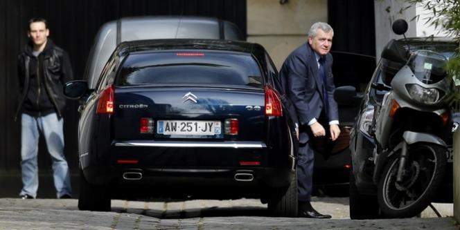 Thierry Herzog, l'avocat de Nicolas Sarkozy, arrivant au domicile de ce dernier à Paris, le 22 mars 2013.