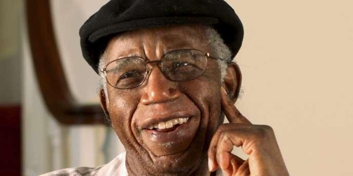 Dénonciateur de la corruption dans son pays, l'écrivain nigérian, Chinua Achebe, est mort à l'âge de 82 ans.