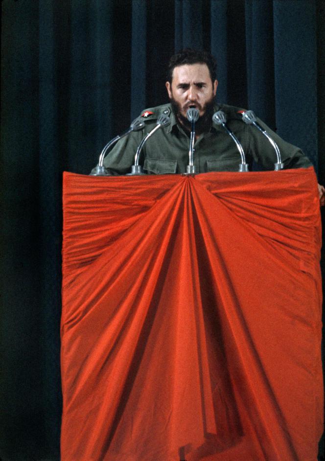 Le président Fidel Castro donnant un discours à la Havane, en 1963