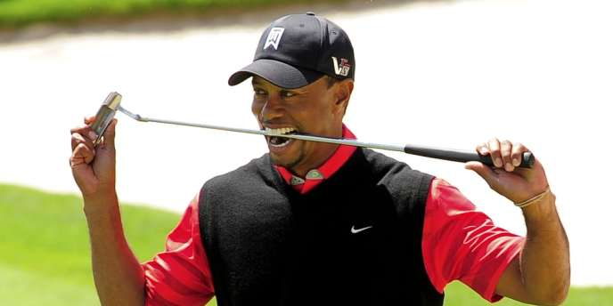 Tiger Woods croque son club, le 25 mars à Orlando.