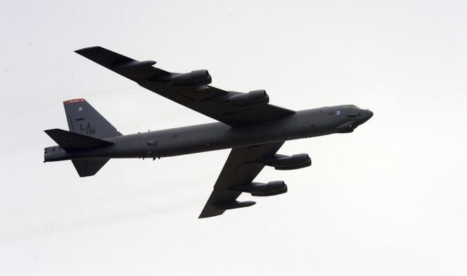 Un B-52 américain au dessus de la base de Pyeongtaek, au sud de Séoul, le 19 mars 2013.