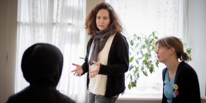 A Nantes, les salariées de Médecins du monde renseignent les prostituées sur leurs droits et guident ces femmes, qui souvent ne parlent pas français, dans leurs démarches.