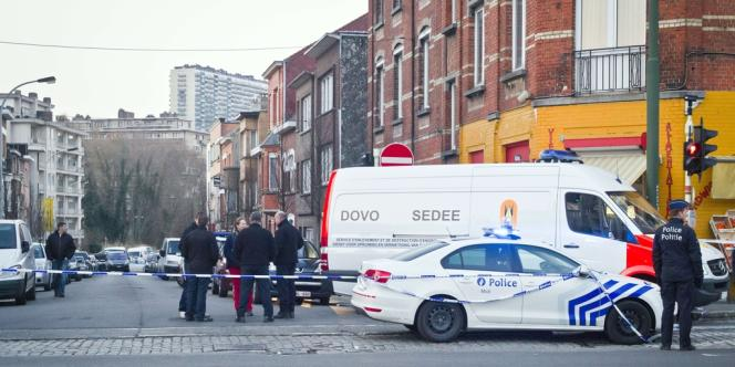La police, qui a perquisitionné le domicile de Hakim Benladghem à Anderlecht, mardi 26 mars, y a découvert un vaste stock d'armes.