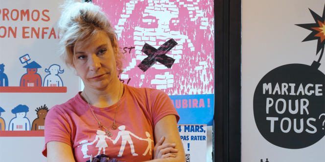 Frigide Barjot dans un café parisien, le 20 mars 2013.