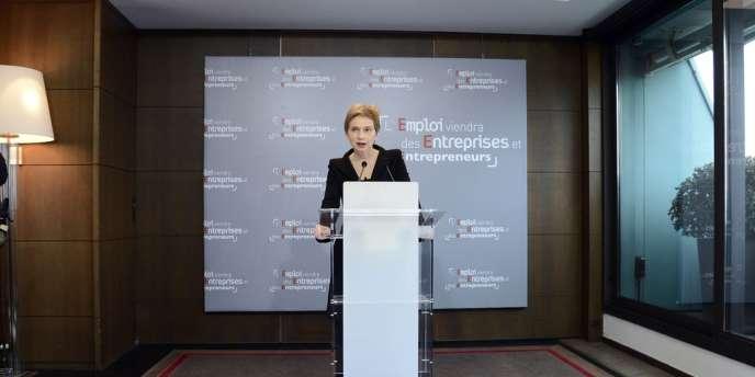 Laurence Parisot, la présidente du Medef, admet devant la presse sa défaite, jeudi 28 mars.