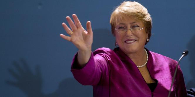 Première femme à avoir gouverné le Chili, entre 2006 et 2010, Michelle Bachelet avait quitté ses fonctions avec une popularité record.