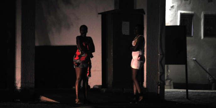 73 % des Français sont pour la responsabilisation des clients de prostituées, mais moins d'un quart serait en faveur d'une amende (TNS Sofres)
