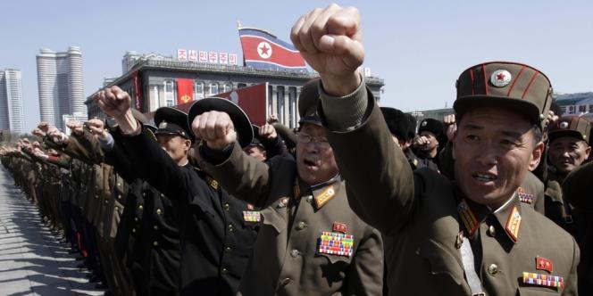 Des manifestants présents sur la place Kim Il-sung, le 29 mars 2013.