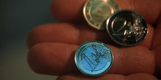 Monnaie en euros, en février 2001.