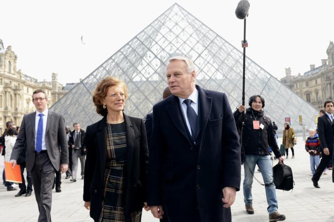 Le premier ministre, Jean-Marc Ayrault, et son épouse ont visité l'exposition