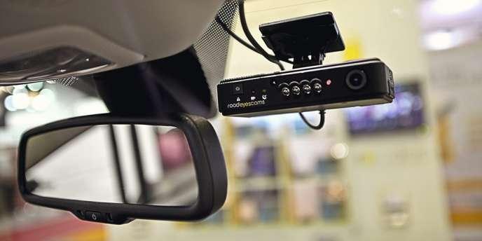 Filmer et enregistrer les aléas de la route, c'est la fonction de minicaméras installées sur le pare-brise. Un témoin objectif en cas d'accident.