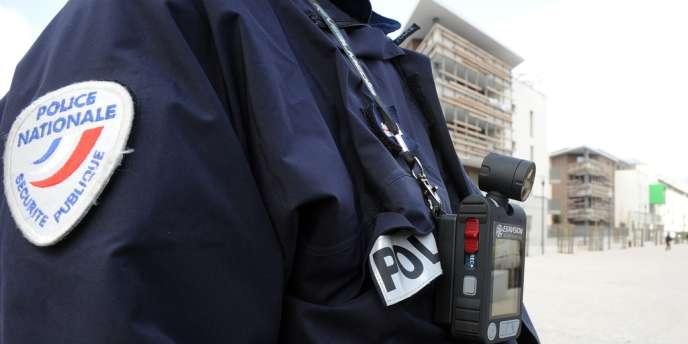 Les expériences de caméras embarquées sur des policiers se multiplient.