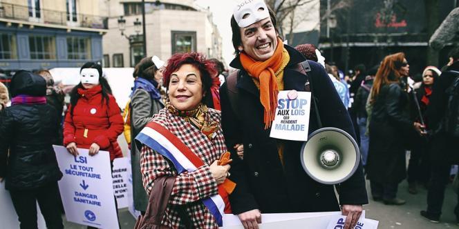 Esther Benbassa, en 2012, lors d'une manifestation contre la pénalisation des
