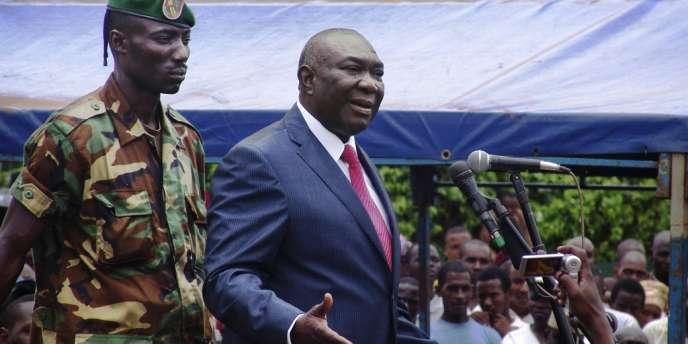 Michel Djotodia a renvoyé trois ministres dimanche, allant à l'encontre des accords signés avec la France, une décision qui inquiète Paris.