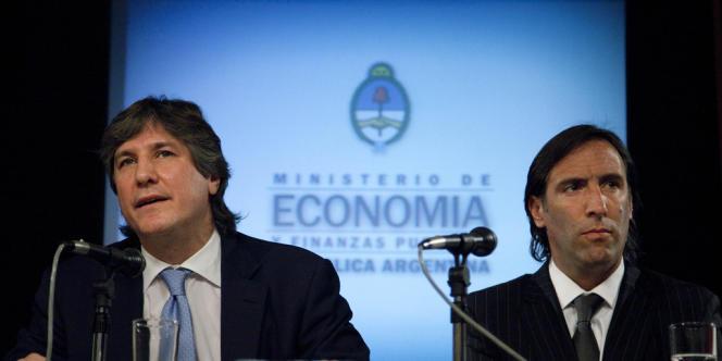 Le vice-président Amado Boudou et le ministre de l'économie Hernan Lorenzino ont présenté une offre de remboursement des créanciers du pays.