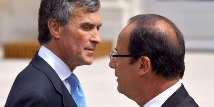Jérôme Cahuzac et François Hollande dans la cour de l'Elysée, le 4 juillet 2012.