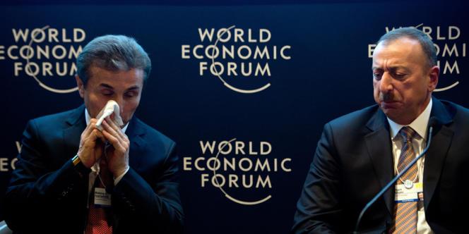 Le nom du président azerbaïdjanais, Ilham Aliyev (à droite) apparaît à plusieurs reprises dans quatre holdings basées dans les îles Vierges britanniques. Ici, lors du World Economic Forum 2013, aux côtés du premier ministre géorgien, Bidzina Ivanishvili.